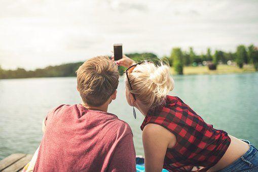 Le-coppie-felici-su-Facebook-sono-coppie-felici-nella-realtà?-Forse...